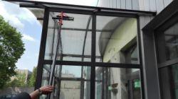 Świadczymy usługi z zakresu mycia elewacji budynków za pomocą kijów teleskopowych na terenia miasta Częstochowa i okolice