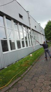 Usługi mycia konstrukcji szklanej w Warszawie
