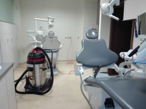 Wykonujemy usługi czyszczenia podłogi w gabinetach i przychodniach Poznań