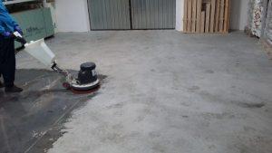 Czyszczenie pomieszczeń garażowych i przemysłowych.