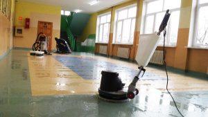 Sprzątanie i czyszczenie podłóg w szkołach